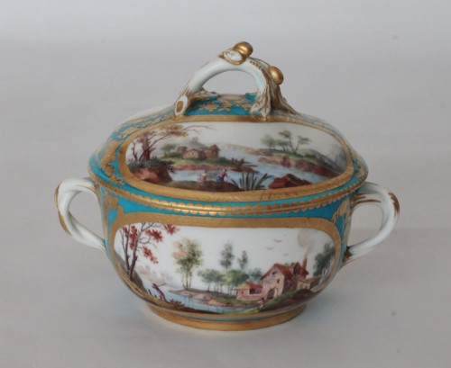 Sèvres, celestial blue ground broth bowl and its display -