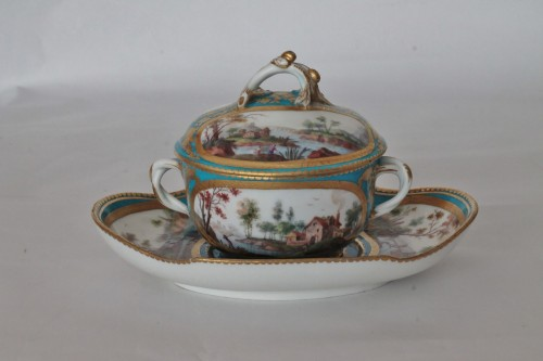 Antiquités - Sèvres, celestial blue ground broth bowl and its display