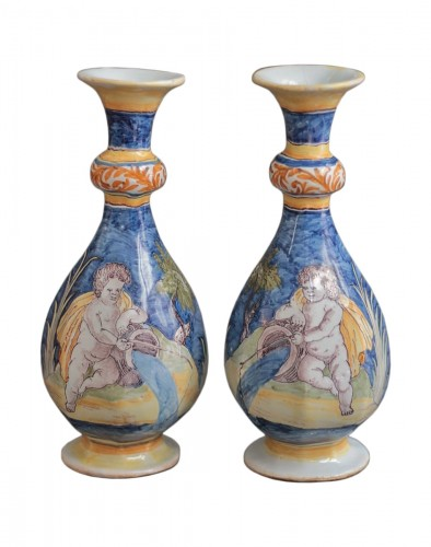 Nevers, pair of vases with a wavy blue background, 17th century