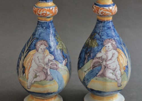 Nevers, pair of vases with a wavy blue background, 17th century - Porcelain & Faience Style Louis XIV