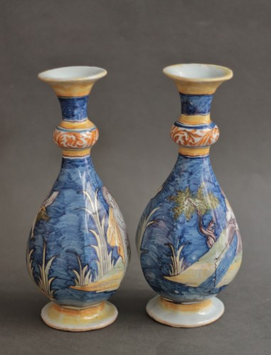 17th century - Nevers, pair of vases with a wavy blue background, 17th century