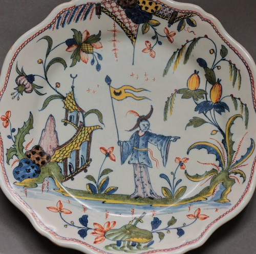 Porcelain & Faience  - Rouen, plate with a chinese and a flag, vers 1750