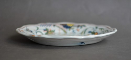 Rouen, plate with a chinese and a flag, vers 1750 - Louis XV