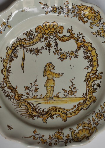 Angoulême (France) plate, end of the 18th century - Porcelain & Faience Style Louis XVI