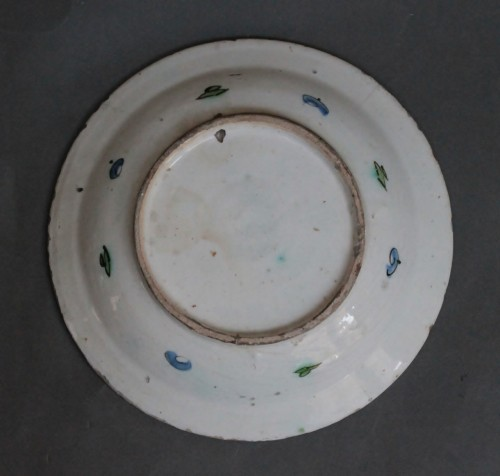 17th century - Siliceous ceramic dish from Iznik, carnations, tulips and saz palm. 17th c.