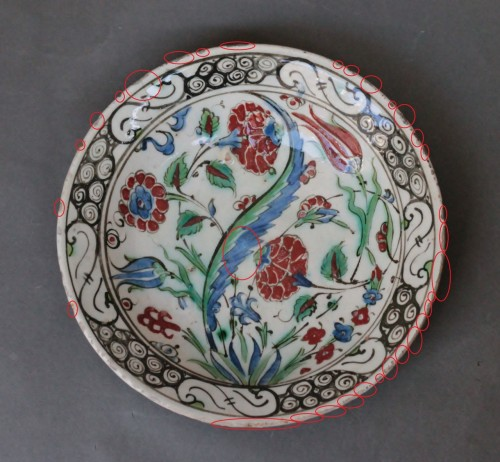 Louis XIV - Siliceous ceramic dish from Iznik, carnations, tulips and saz palm. 17th c.