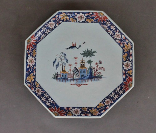 18th century - Rouen earthenware cup on foot with pagoda decoration, 18th century