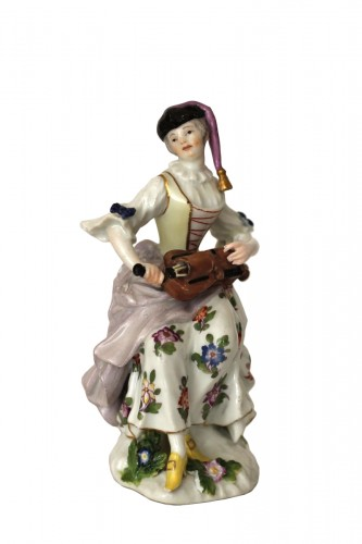 Colombine playing the hurdy-gurdy, Meissen porcelain 18th century.