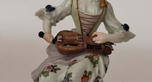 Porcelain & Faience  - Colombine playing the hurdy-gurdy, Meissen porcelain 18th century.