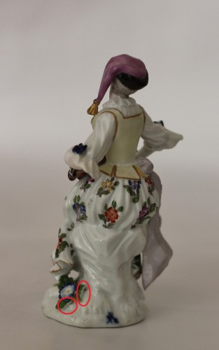 Antiquités - Colombine playing the hurdy-gurdy, Meissen porcelain 18th century.