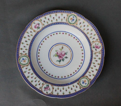 "Soup plate in soft Sèvres porcelain from the ""Bombelles"" service, 18th century - Porcelain & Faience Style Louis XVI"
