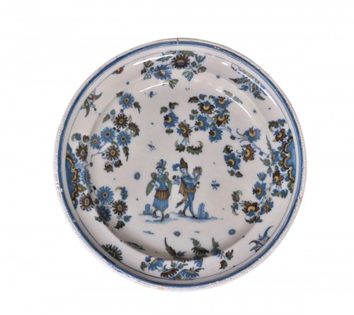 Large dish in Alcora (Spanish) faience between 1735 and 1760