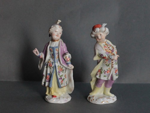 Two statuettes of children in Turkish Costume in Meissen porcelain, 18th - Porcelain & Faience Style Louis XV