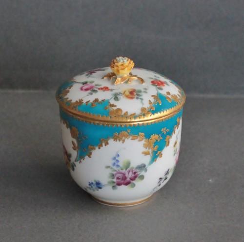 Sugar Pot in Vincennes Porcelain Circa 1756 - Porcelain & Faience Style Louis XV