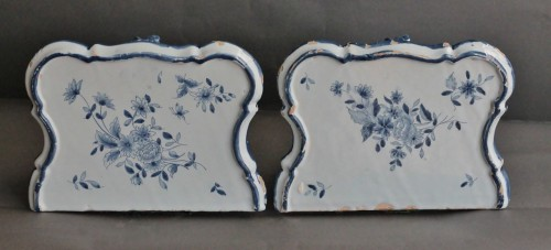 18th century - Pair of Delft sconces decorated in blue, 18th century