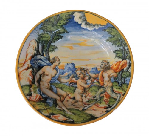 "Urbino dish with ""a istoriato"" decoration of Venus, Satyre and Cupidon 16th"