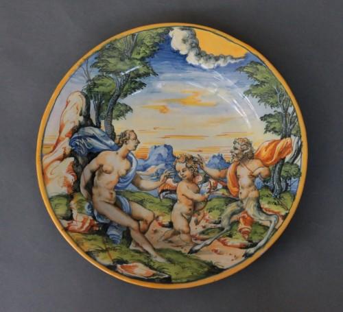 "Urbino dish with ""a istoriato"" decoration of Venus, Satyre and Cupidon 16th - Renaissance"