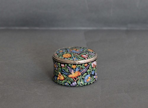 Oval enamel box decorated with birds, flowers and foliage, 18th century - Objects of Vertu Style Louis XV
