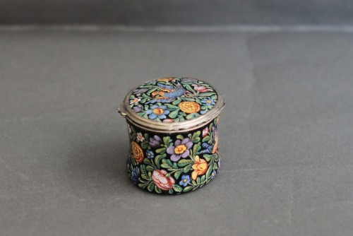 Oval enamel box decorated with birds, flowers and foliage, 18th century - Louis XV