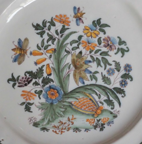 Moustiers plate with pomegranate decoration, 18th century. - Porcelain & Faience Style Louis XV