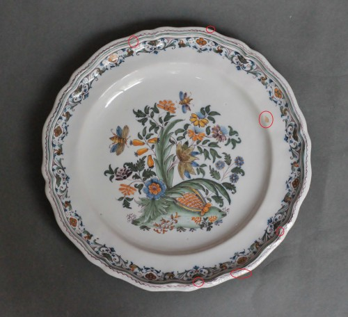 18th century - Moustiers plate with pomegranate decoration, 18th century.