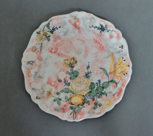 Marseille, plate with mixed technique, 18th century. - Porcelain & Faience Style Louis XV