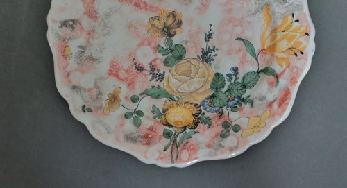 Porcelain & Faience  - Marseille, plate with mixed technique, 18th century.