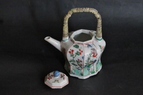 18th century - Chinese porcelain teapot, Green Family, Kangxi period, 18th century.
