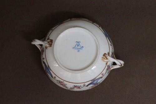 Sevres porcelain Ecuelle à bouillon with cassolettes and flowers, 18th century - Louis XV