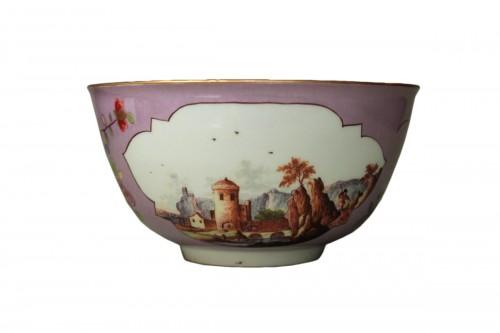 Meissen porcelain bowl with a lavender background, circa 1745.