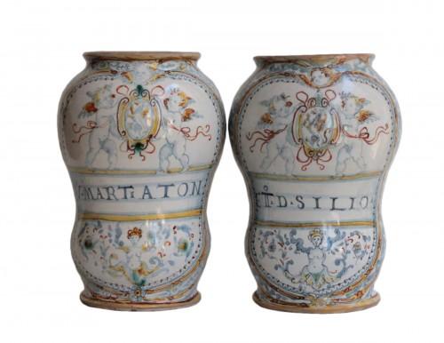 """Pair of albareeli of Deruta """"a compendario"""" dated 1577"""