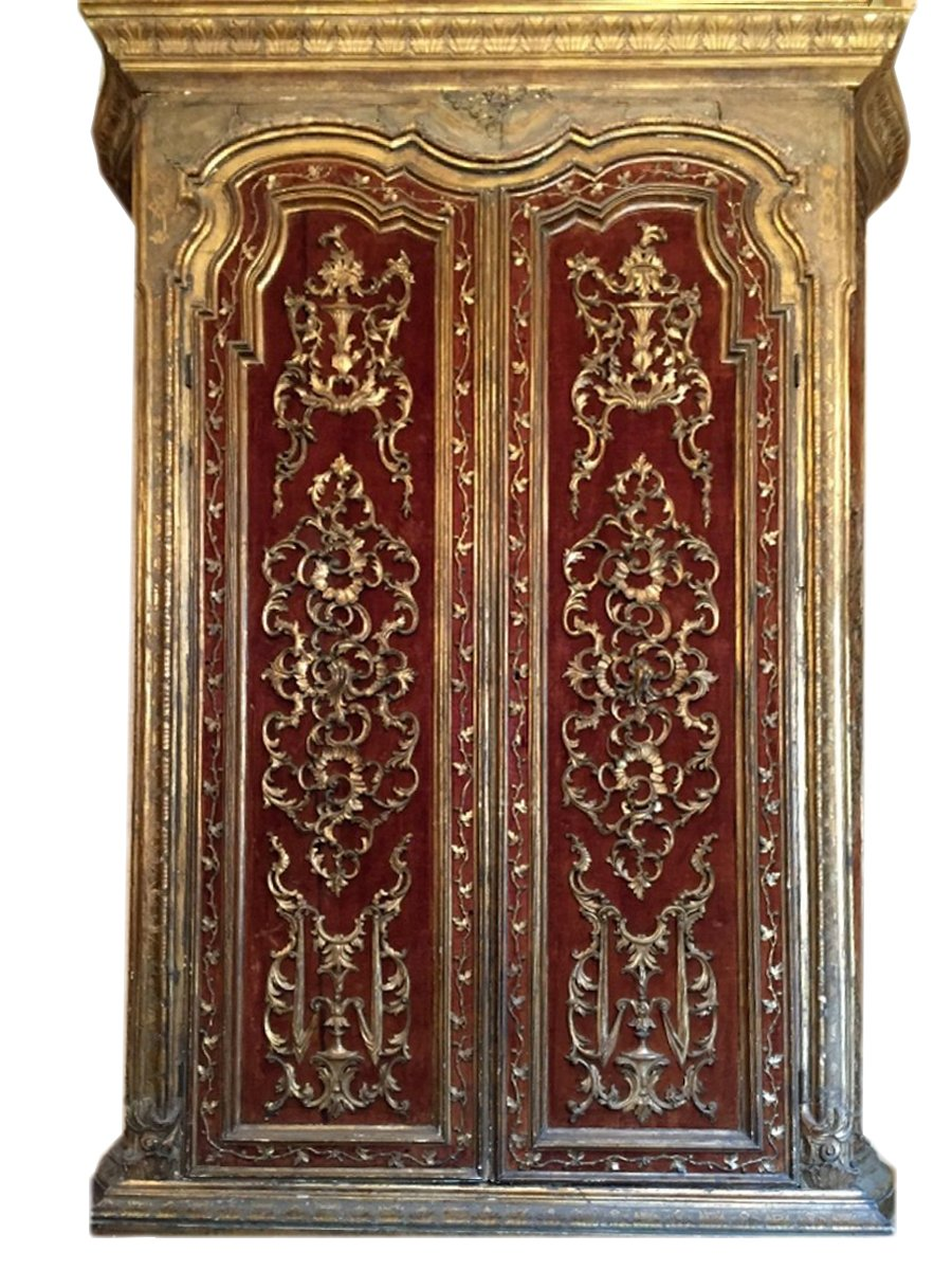 armoire en bois dor travail italien du xviiie si cle n. Black Bedroom Furniture Sets. Home Design Ideas