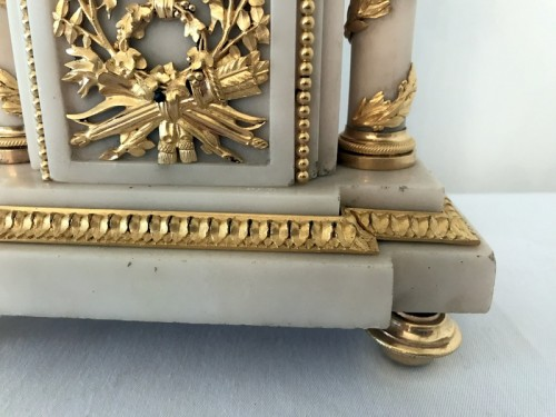 18th century - French Louis XVI bronze and marble mantel clock