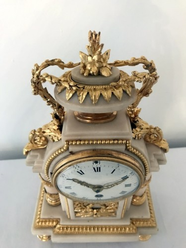 Louis XVI - French Louis XVI bronze and marble mantel clock