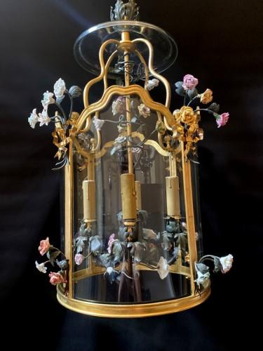 Lighting  - Lantern in gilded bronze and porcelain flowers