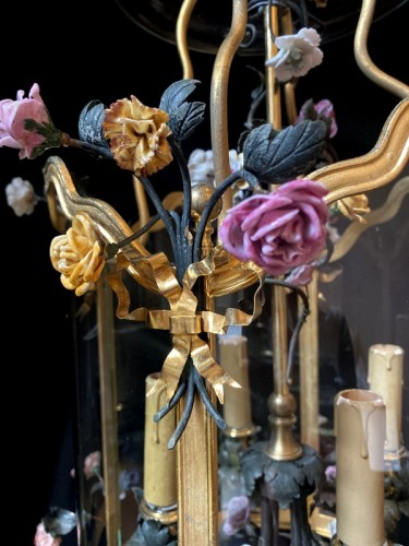 19th century - Lantern in gilded bronze and porcelain flowers