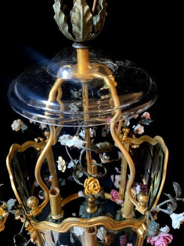 Antiquités - Lantern in gilded bronze and porcelain flowers