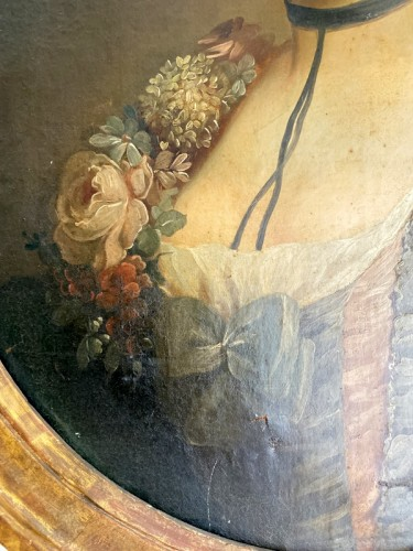Antiquités - Medallion portrait of a lady