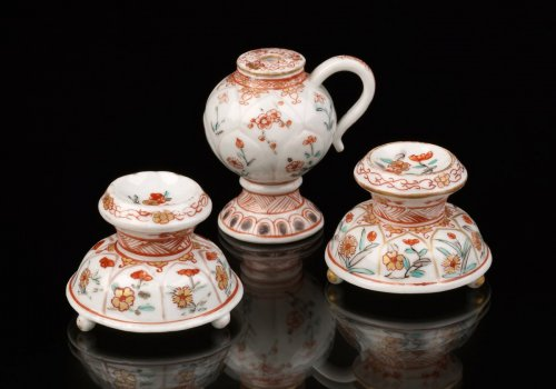 Two Saltcellars and a Mustard Pot, Japan, Dutch decorated - Asian Art & Antiques Style