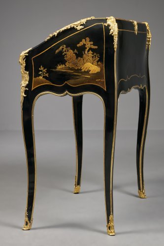 A Very Fine French Ormolu Mounted European Lacquered Bureau en Pente - Louis XV