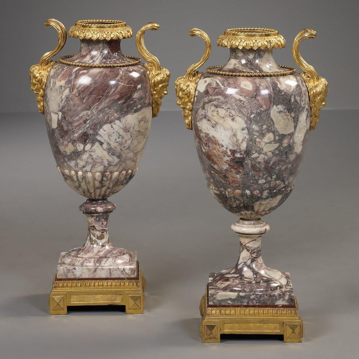 paire de vases italien en marbre xviiie si cle. Black Bedroom Furniture Sets. Home Design Ideas