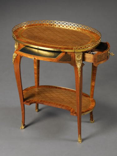 A French Transitional Small Oval Writing Table - Furniture Style Transition