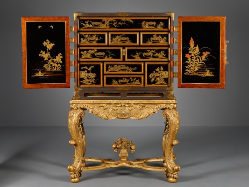 Japanese Lacquer cabinet on a French giltwood Régence stand - Asian Art & Antiques Style