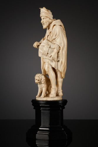 French Ivory Statuette of a Hurdy Gurdy Man - Sculpture Style Louis XV