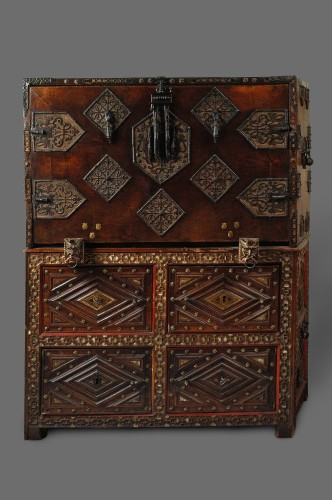 A 1620- 1640  Spanish Cabinet (Vargueno) - Furniture Style