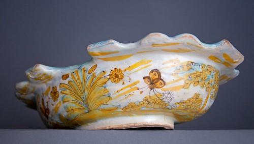 Porcelain & Faience  - Barber's Basin. Talavera de la Reina (Toledo), ca. 1700