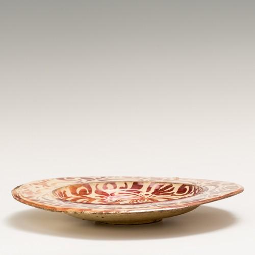 Porcelain & Faience  - A lusterware plate. Reus. Circa 1600.