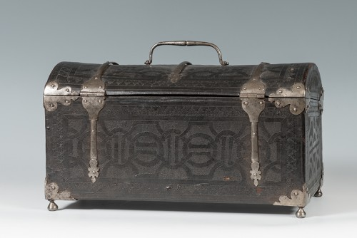 A leather casket. France, 16th century. - Furniture Style Renaissance