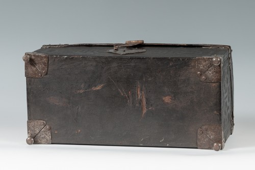 <= 16th century - A leather casket. France, 16th century.