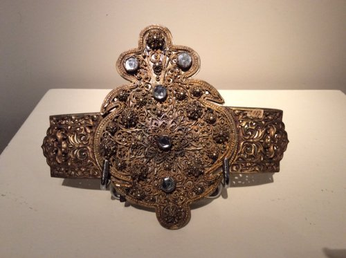 Belt buckle in gold-plated metal -